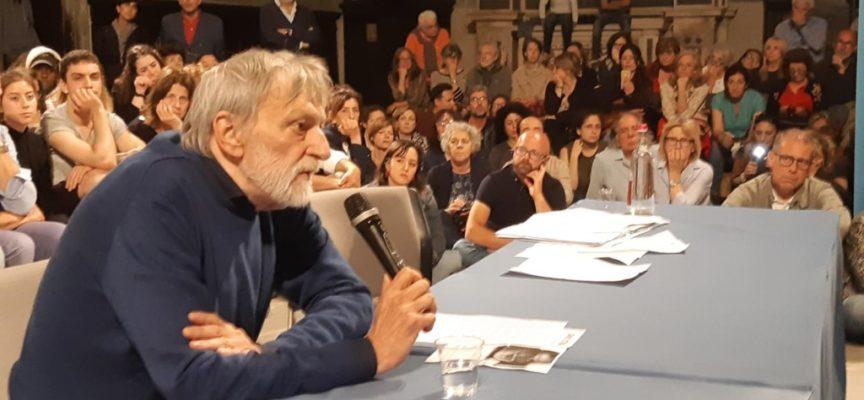Il grido di allarme di Gino Strada; tanta gente alla Chiesa dei Servi