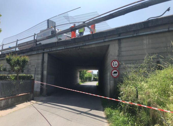 Tragedia sfiorata in A12: suv si schianta contro il guardrail