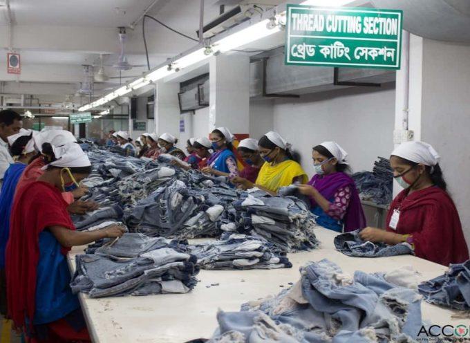 Stipendi da fame per produrre i nostri vestiti: la LISTA dei marchi che non garantiscono salari dignitosi