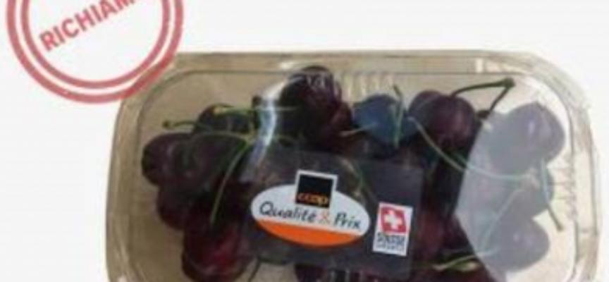 Schegge di vetro tra le ciliegie in vaschetta da 300 gr, Coop Ticino le richiama.