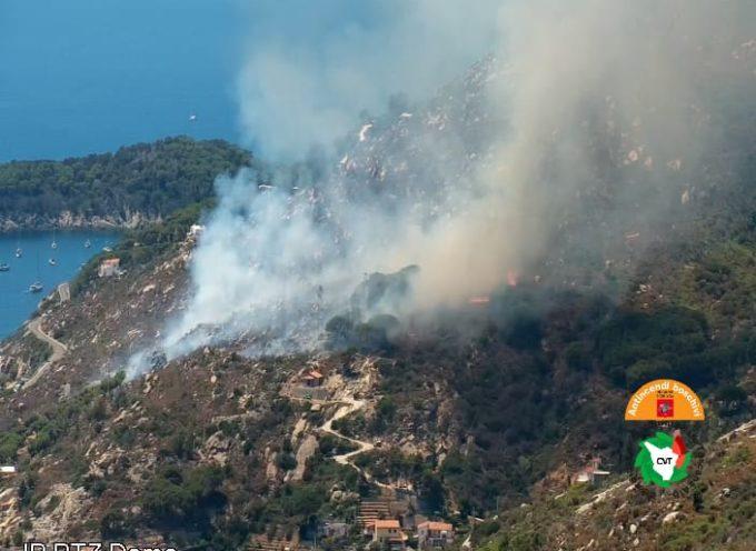 Incendio all'Elba. In azione le squadre antincedio della Regione