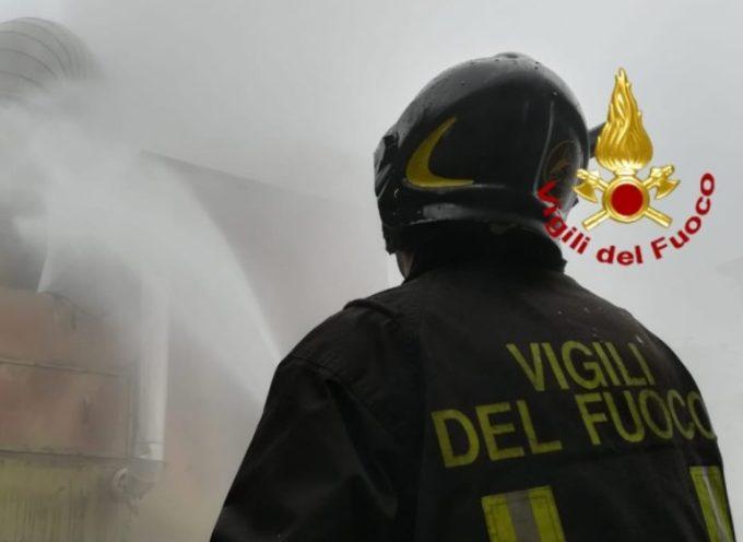 Incendio di un  capannone a Carrara, struttura crollata