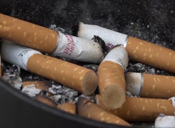 Guerra alle sigarette in spiaggia: ma la Versilia è ancora ferma