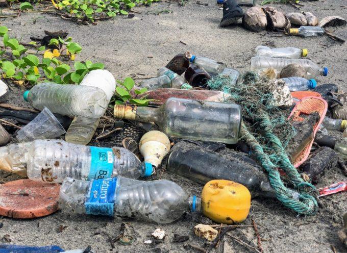 Toscana: Approvata la legge che vieta la plastica monouso nelle spiagge e nei parchi