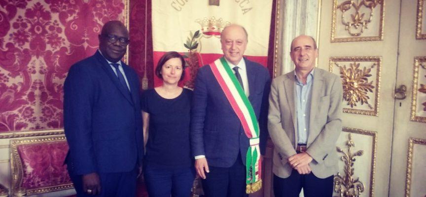 Il sindaco Tambellini ha ricevuto in Comune il capo dell'ufficio economico dell'ambasciatore del Senegal in Italia Amadou Lamine Cissé