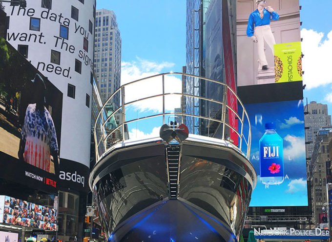 "Artigianato: New York ""copia"" Pietrasanta, super yacht attracca a Times Square"