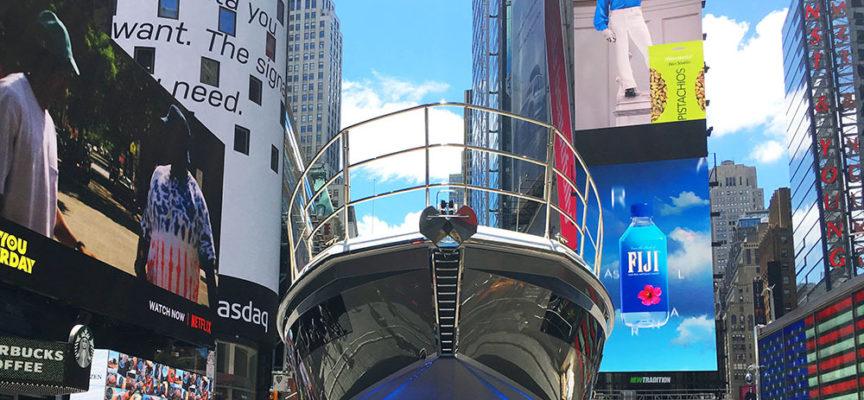 """Artigianato: New York """"copia"""" Pietrasanta, super yacht attracca a Times Square"""