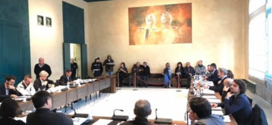 PIETRASANTA – convocato il consiglio comunale, bilancio, mozioni e contestazioni