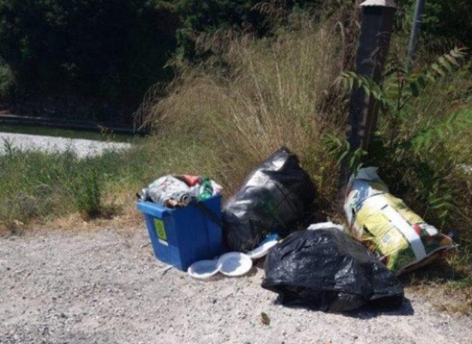 Pietrasanta – furbetto rifiuti seriale scaricava nel letto del fiume Versilia, incastrato da segnalazione