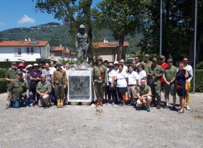 commozione e orgoglio di fronte Monumento al Soldato Alleato, visita ufficiale dei parenti dei soldati nippoamericani a Pietrasanta