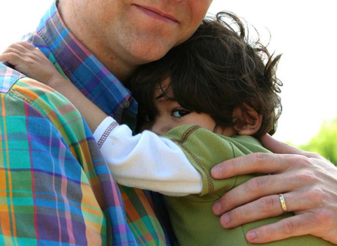 Adozioni Italia: single e coppie di fatto potranno adottare