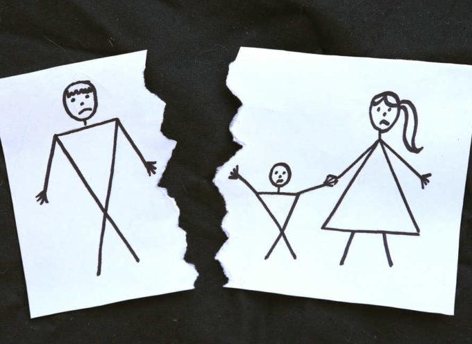 Padri separati, cambia il divorzio: meno soldi alle ex, piu' tempo coi figli