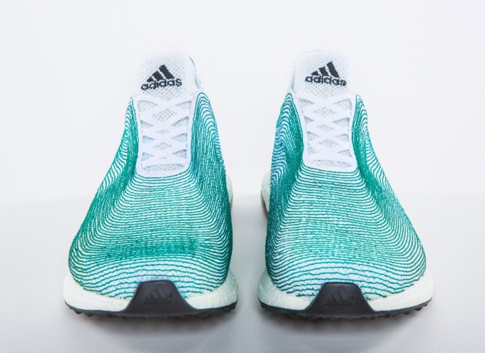 Scarpe Adidas con plastica recuperata dagli oceani: 1 milione di paia gia' venduti!