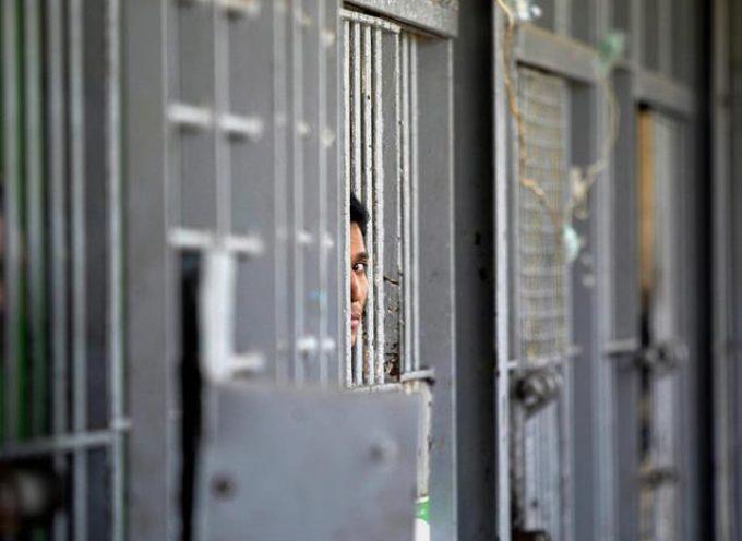 Carceri italiane al collasso: pene sempre piu' lunghe e spazi ridotti