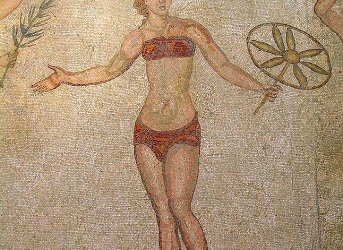 Accaddeoggi. Il 5 luglio 1946 il sarto francese Louis Réard presenta a Parigi il costume da bagno femminile in due pezzi.