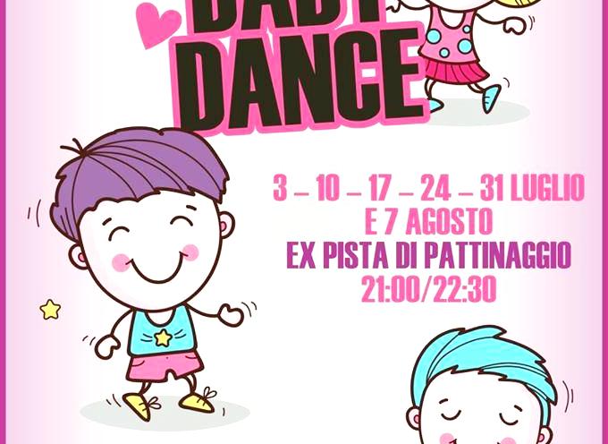 Dopo lo straordinario successo della passata edizione, a grande richiesta, ritorna la Baby Dance alla ex pista di pattinaggio.