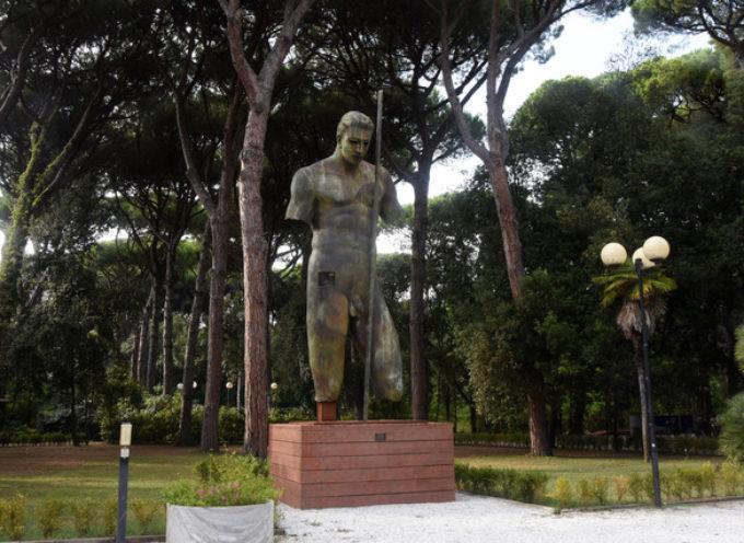 Il Dedalo di Mitoraj domina la Versiliana, in occasione del 40° anniversario del festival