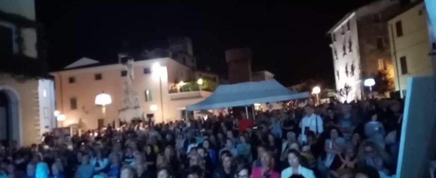 Seravezza – Una vera e propria folla alla terza ed ultima sera del Festival Cibart. All'interno servizio fotografico