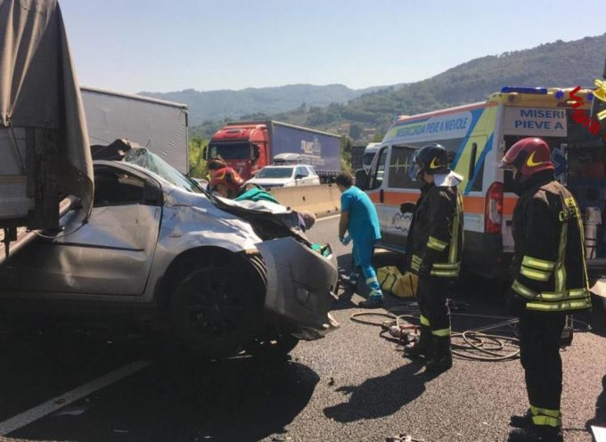A11 incidente tra Tir e quattro auto