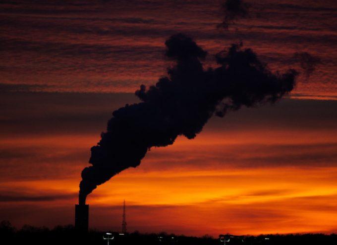 Lavoro in Valle: l'Assessore all'ambiente Fratoni riceve critiche da comitati e politici