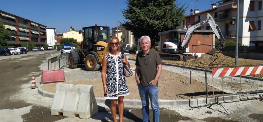Sopralluogo in piazzale Sforza di Marchini: sarà migliorato il deflusso delle acque piovane