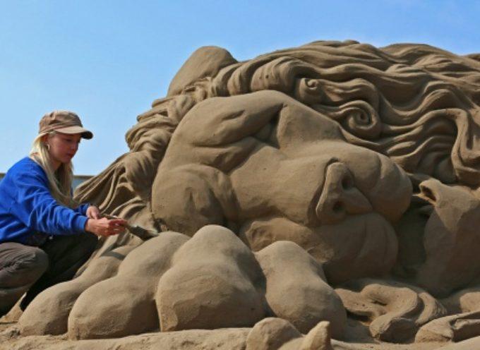 sculture di sabbia, concerti ed il tuffo dei bagnini, tutti gli eventi della Feria dell'Assunta a Marina di Pietrasanta