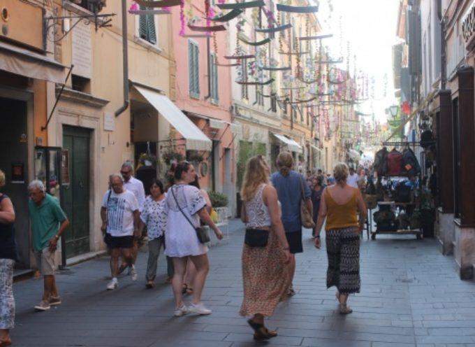 Ferragosto pop a Pietrasanta tra mostre, performance, reperti e visite guidate, musei aperti fino a tarda notte