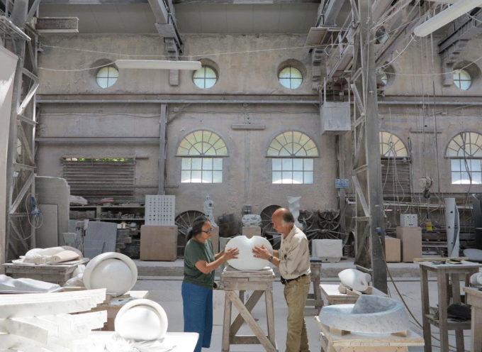 Arte: dalla natura alla scultura, il lungo viaggio del marmo e dell'arte di Cynthia Sah e Nicolas Bertoux in una mostra che porta Seravezza aHong Kong