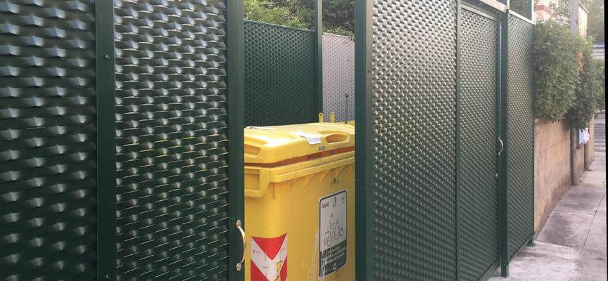 la nuova piazzola per i rifiuti riservata alle attività commerciali di piazza Matteotti a Querceta.