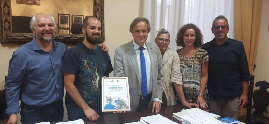 il comune di CASTELNUOVO,  ha consegnato l'ultimo attestato di benemerenza a Severiano Paoli,