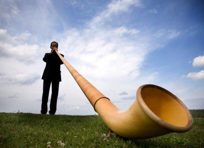 il bellissimo corno delle alpi suonato da Carlo Torlontano – sara  a sant'anna di Stazzema