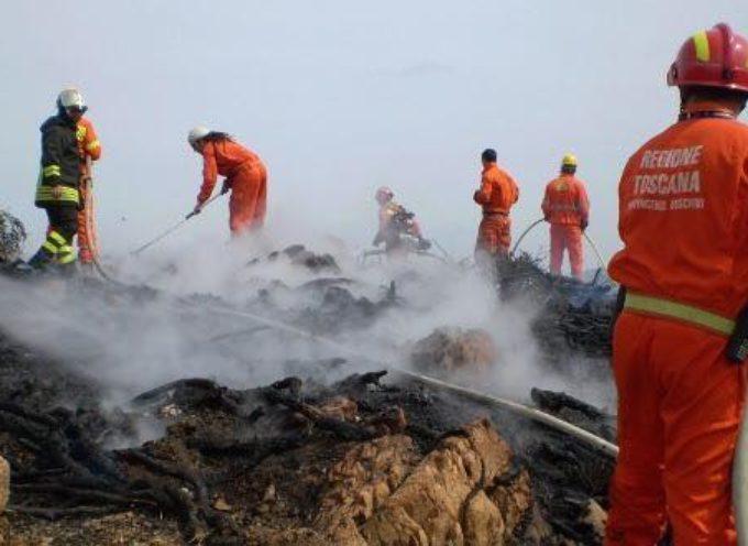 Si è sviluppato nelle ore scorse un incendio in una zona boscata del comune di Castelfranco di Sotto,