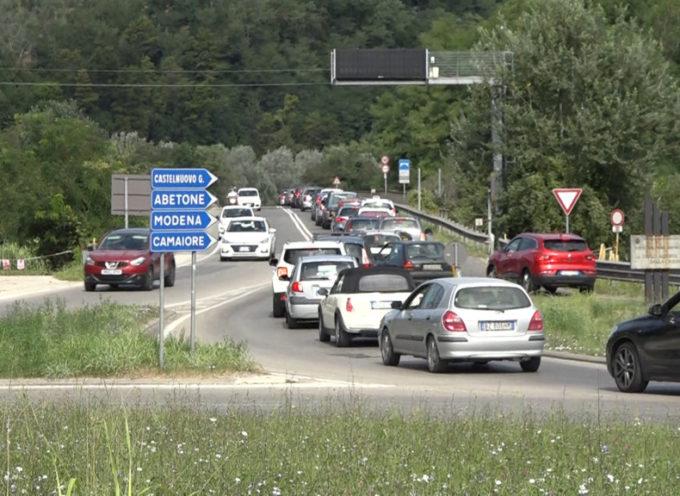 Ferragosto, passa la gara ciclistica; lunghe code per la Valle del Serchio