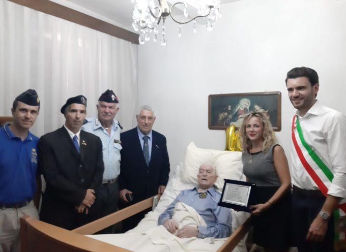 CAPANNORI – IL COMUNE HA DONATO UNA TARGA A IVO BERTI IN OCCASIONE DEL SUO CENTENARIO