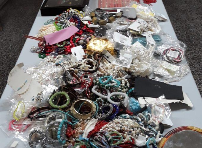 PIETRASANTA – lotta alla contraffazione, sequestrati 40.000 euro di bigiotteria