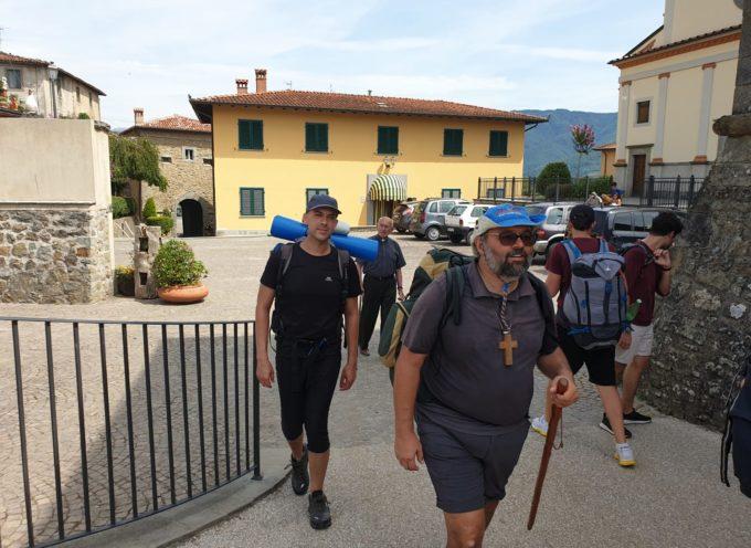 Il Vescovo Paolo e i giovani della Diocesi in cammino lungo la Via del Volto Santo in Garfagnana