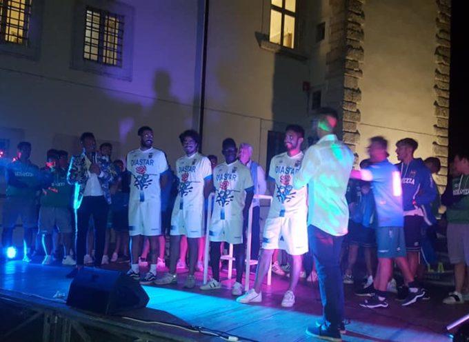 Seravezza-Pozzi Calcio – Grande successo per la festa di presentazione delle squadre e dei loro team