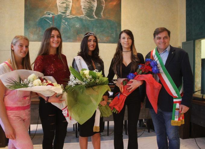 Pablo Atchugarry firma il manifesto ufficiale del Carnevale Pietrasantino