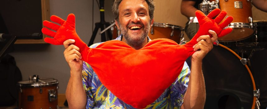 """VILLA BERTELLI – Comicità, racconti e canzoni con Flavio Insinna in: """"La macchina della felicità"""""""
