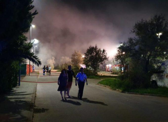 Incendio doloso al Centro Sociale Sars, a fuoco camper e auto