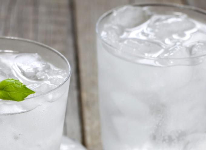 Bere acqua fredda fa male? Il parere dell'esperto
