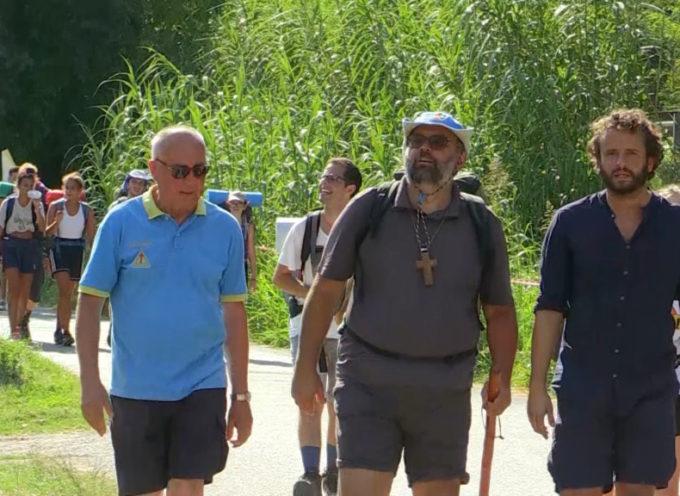 L'Arcivescovo con i giovani in cammino per l'Argegna