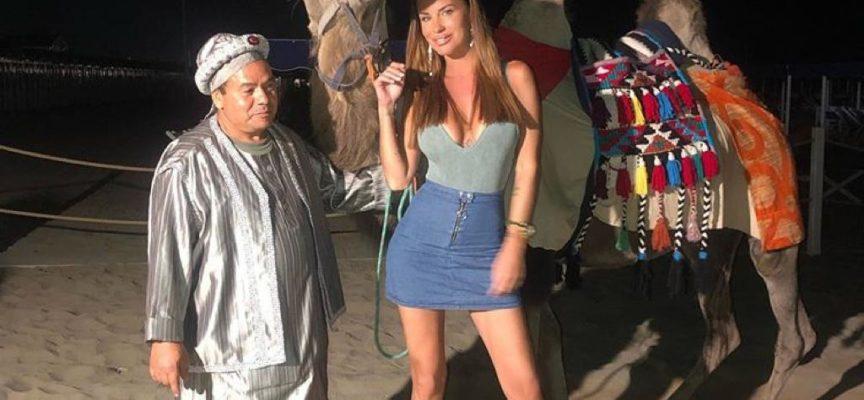 Cammello in spiaggia alla festa vip: l'ira del sindaco del Forte