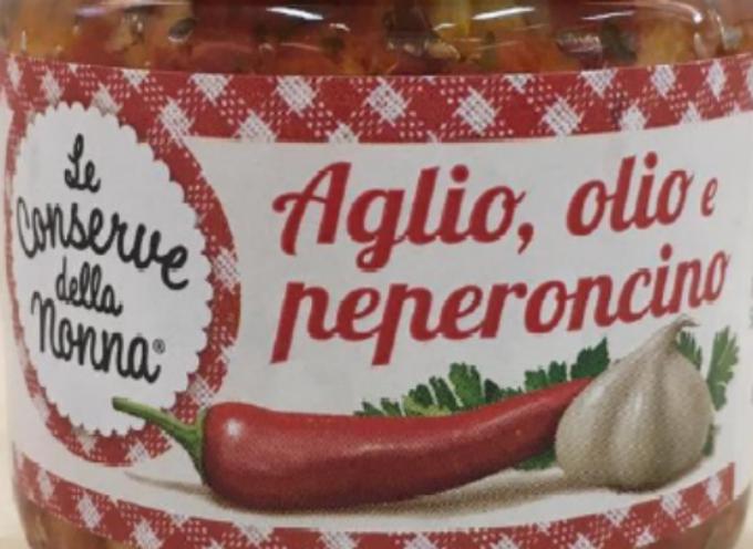 """Frammenti di vetro nei vasetti. Il ministero della Salute segnala richiamo di aglio e peperoncino in olio a marchio """"CONSERVE DELLA NONNA"""""""