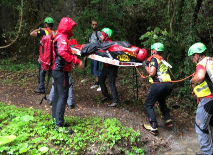 Intervento dei tecnici della Stazione Carrara e Lunigiana del Soccorso Alpino Toscano per un escursionista infortunato