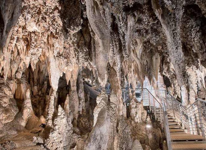 Escursione serale all'affascinante Antro del Corchia