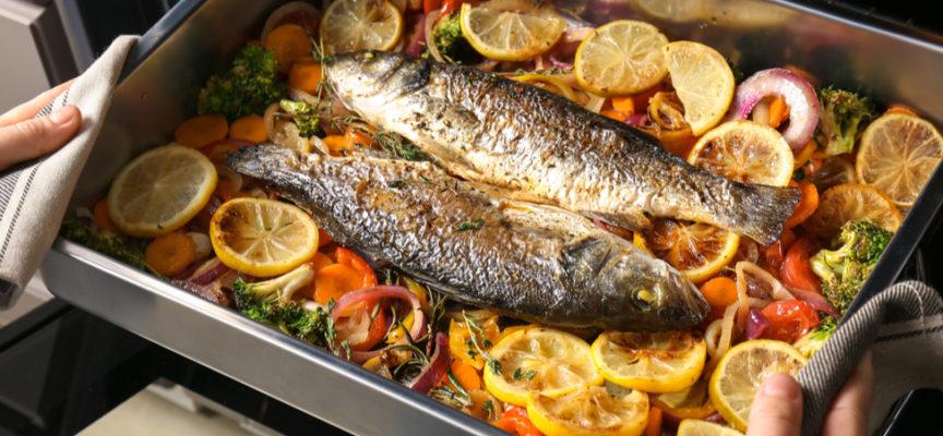 Trucchi e ricette per non sbagliare la cottura del pesce al forno