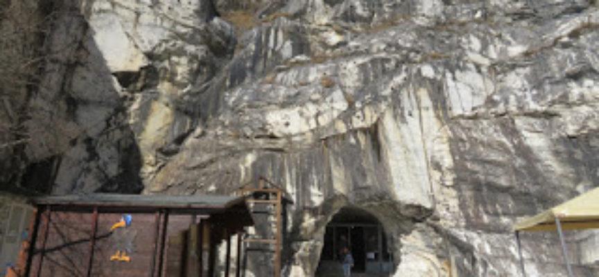 """I gruppi Speleologici Montagna Pistoiese e Versilia puliscono l'Antro del Corchia nell'ambito di """"Puliamo il Buio"""""""