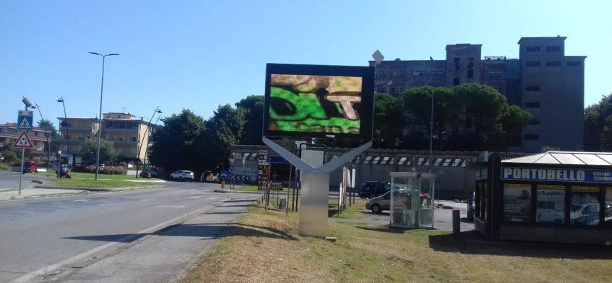 ALTOPASCIO  – SEGNALAZIONE MONITOR  VIDEO  ADIACENTE VIALE EUROPA