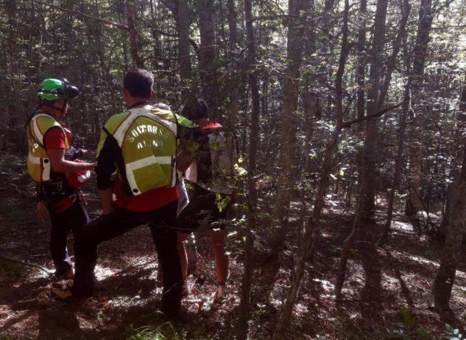 Soccorso Alpino e Speleologico Toscano è stata allertata per intervenire su due cercatrici di fughi nei pressi di Colegnago (Fivizzano).